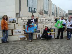 Mahnwache vor Bundeskanzleramt Berlin