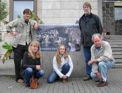 Mitglieder des Stuttgarter Wasserforums und WEEDs im Rahmen der Mahnwache vor dem Rathaus
