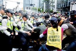 Samsung ArbeiterInnen streiken (Foto: Uffe Weng)